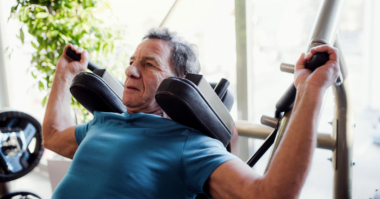 Efectos-del-entrenamiento-de-fuerza-sobre-la-hipertrofia-y-la-fuerza-en-personas-de-edad-avanzada
